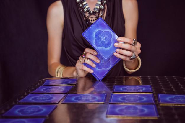 Cómo hacer que una tirada de cartas gratis te sea útil tirada de tarot