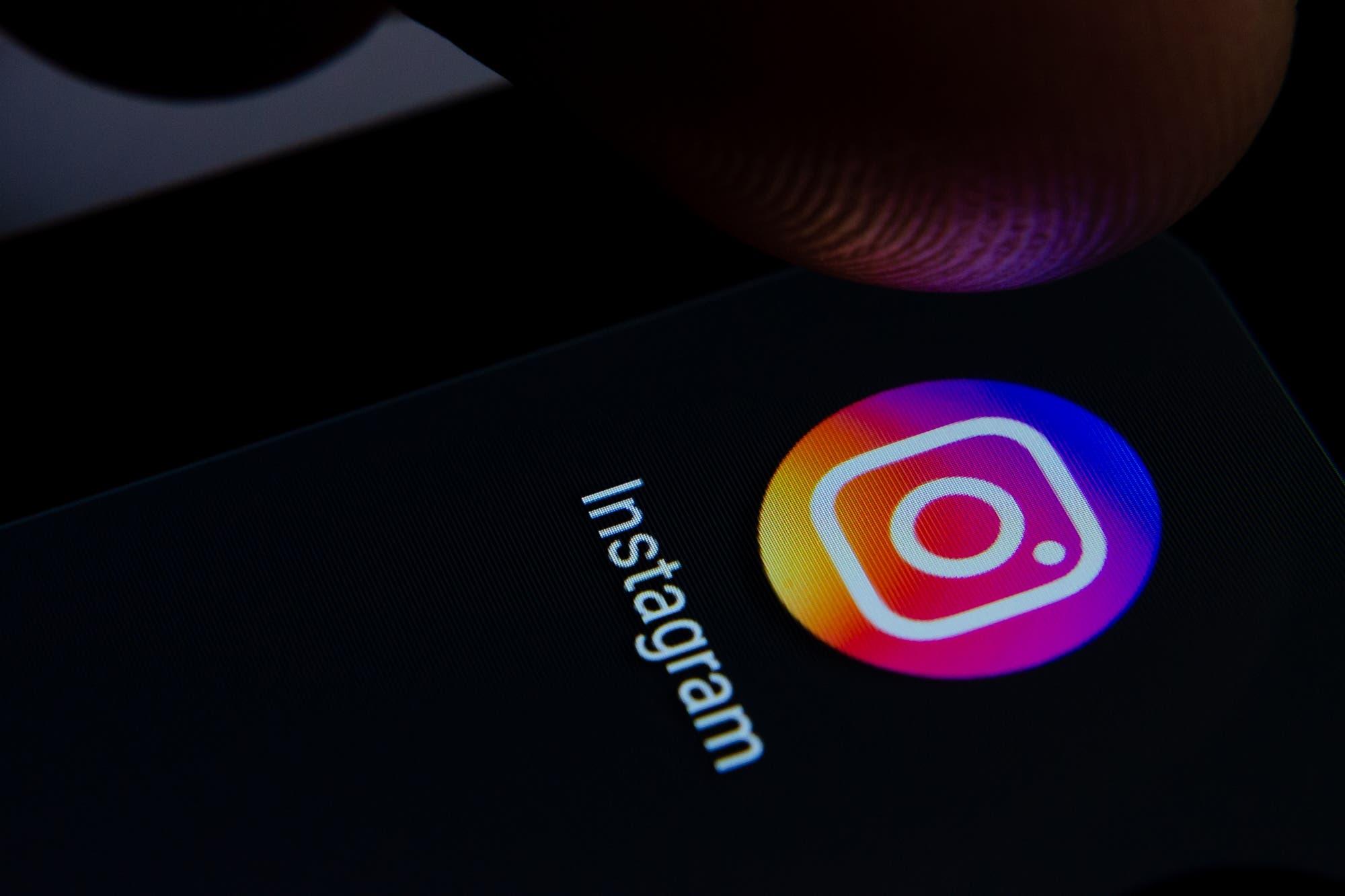 Cómo colocar o poner el Instagram en negro sin activar el modo oscuro